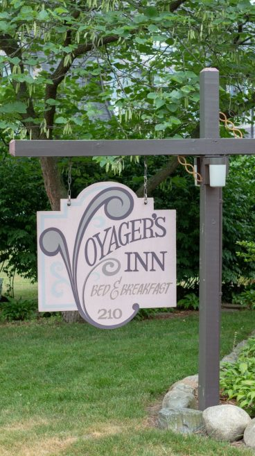 Voyager's Inn Bed and Breakfast sign